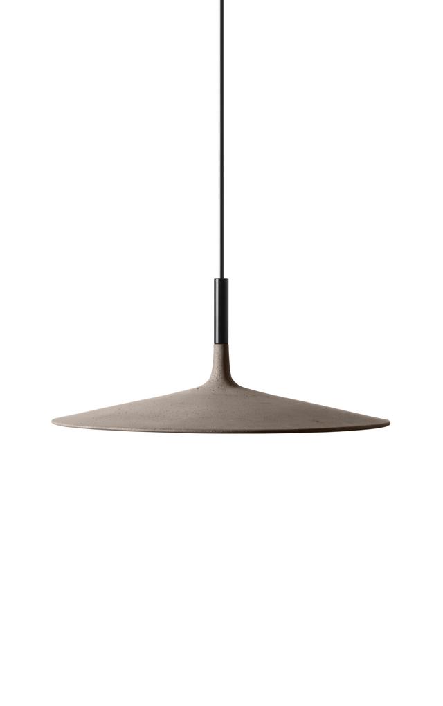 Lampada a sospensione Aplomb Large in cemento, alluminio e policarbonato color grigio cemento creata da Luca Pevere e Paolo Lucidi per Foscarini