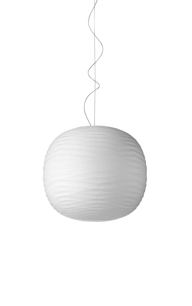 Lampada a sospensione Gem in vetro soffiato in rilievo e acidato e metallo verniciato color bianco realizzata da Ludovica+Roberto Palomba per Foscarini