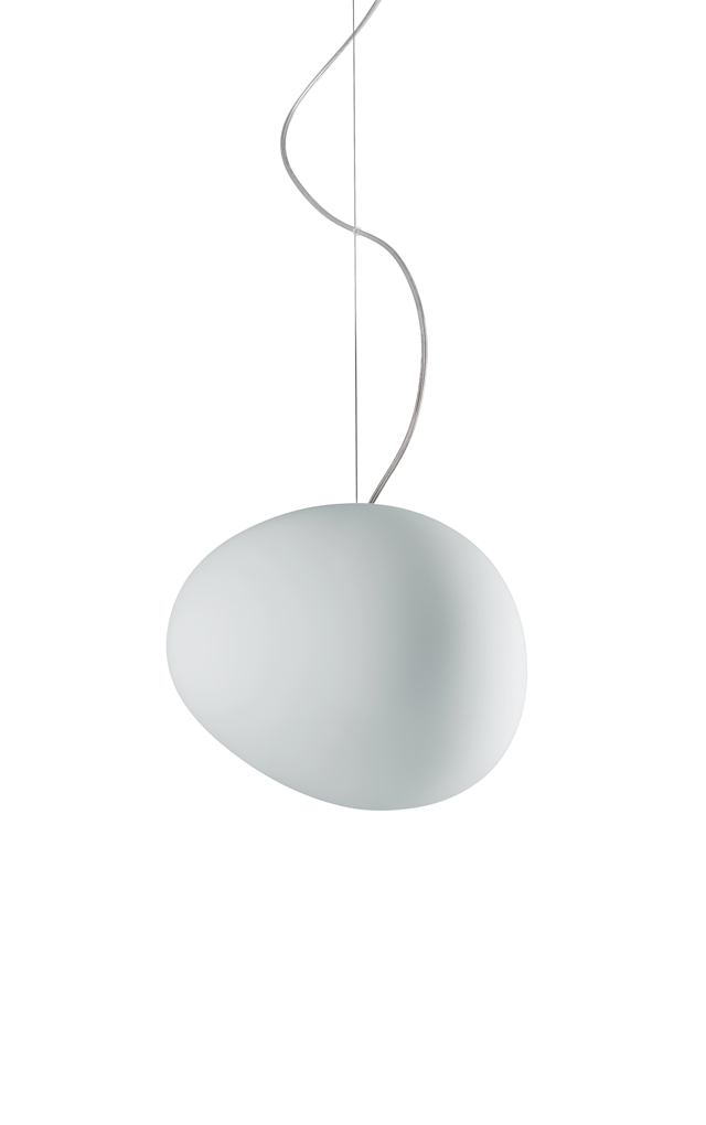 Lampada a sospensione Gregg in vetro soffiato satinato e metallo verniciato color bianco realizzata da Ludovica+Roberto Palomba per Foscarini