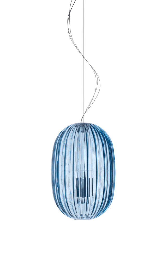 Lampada a sospensione Plass in policarbonato e alluminio verniciato color azzurro realizzata da Luca Nichetto per Foscarini