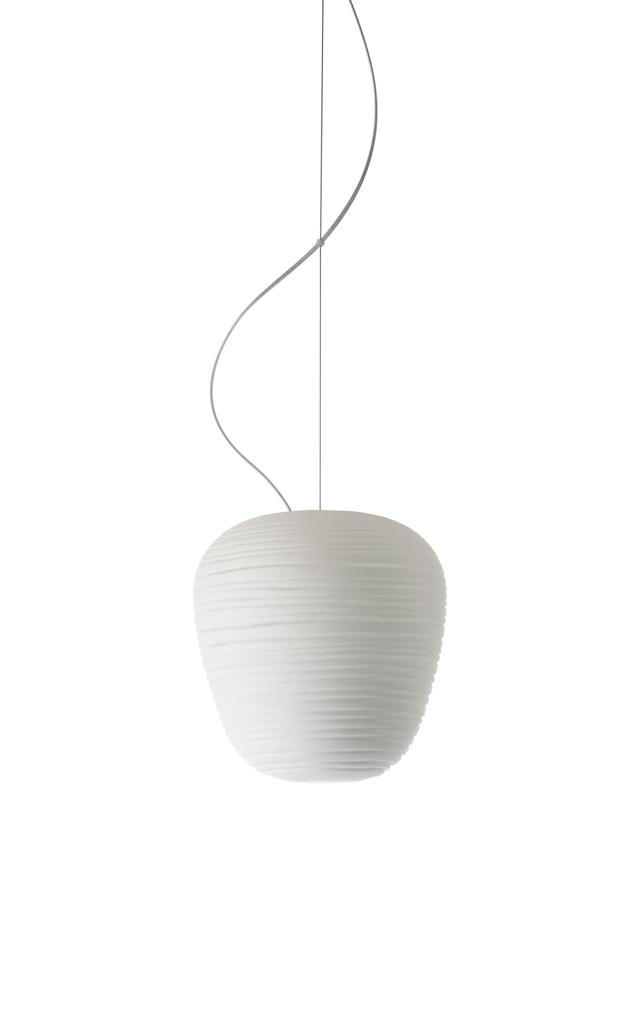 Lampada a sospensione Rituals 3 in vetro soffiato satinato inciso e metallo verniciato color bianco realizzata da Ludovica+Roberto Palomba per Foscarini