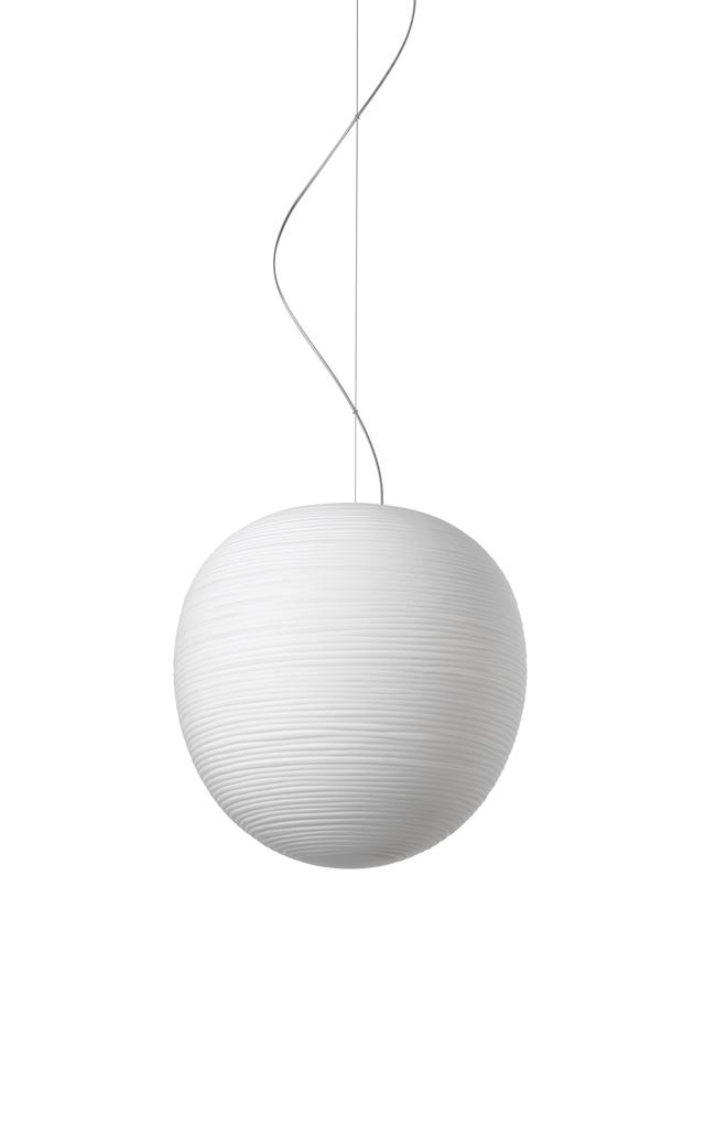 Lampada a sospensone Rituals XL in vetro soffiato satinato inciso e metallo verniciato color bianco realizzata da Ludovica+Roberto Palomba per Foscarini