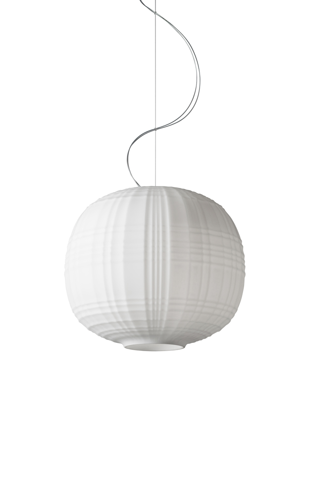 Lampada a sospensione Tartan in vetro soffiato in rilievo e acidato color bianco realizzata da Ludovica+Roberto Palomba per Foscarini