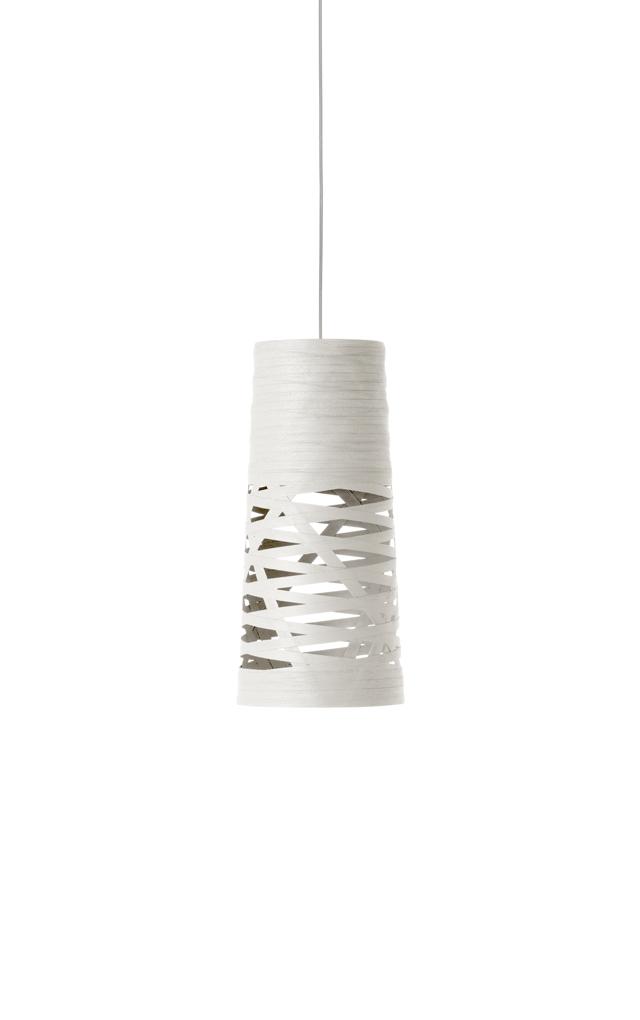 Lampada a sospensione Tress in materiale composito su base di fibra di vetro verniciato e metallo cromato color bianco realizzata da Marc Sadler per Foscarini