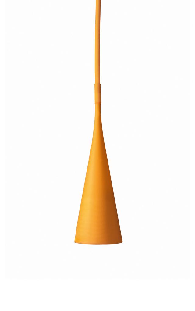 Lampada a sospensione Uto in elastomero termoplastico e policarbonato color arancio creata da Lagranja Design per Foscarini