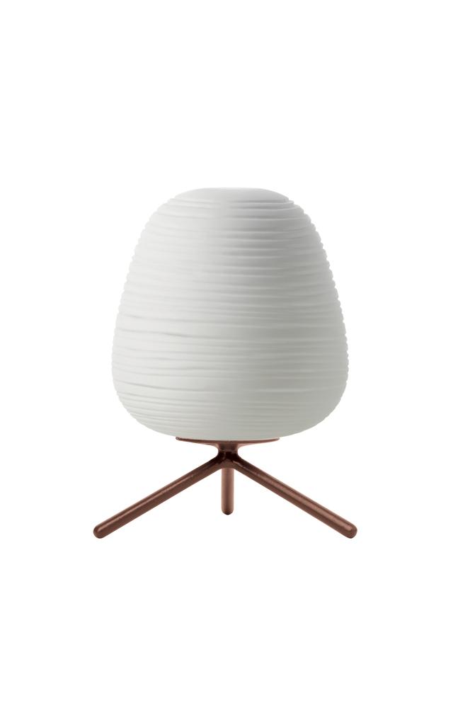 Lampada da tavolo Rituals 3 in vetro soffiato satinato inciso e metallo verniciato color bianco realizzata da Ludovica+Roberto Palomba per Foscarini