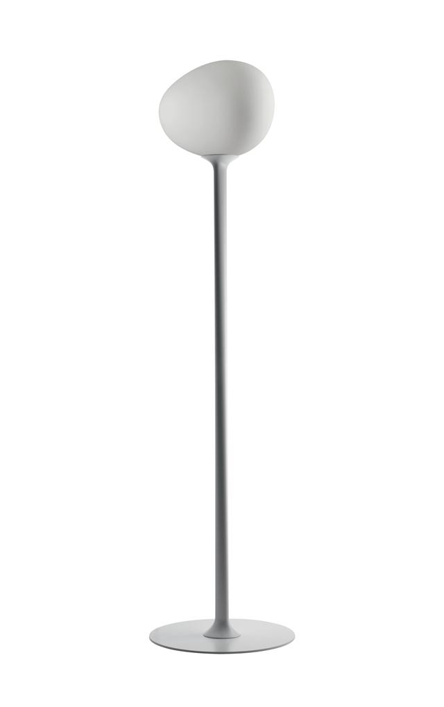 Lampada da terra Gregg in vetro soffiato acidato, metallo e poliuretano laccato bianco color bianco realizzata da Ludovica+Roberto Palomba per Foscarini