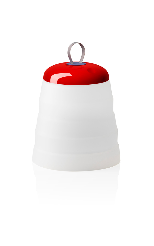 Lampada outodoor Cri Cri con funzione versatile in silicone, ABS e PMMA color rosso realizzata da Studio Natural per Foscarini