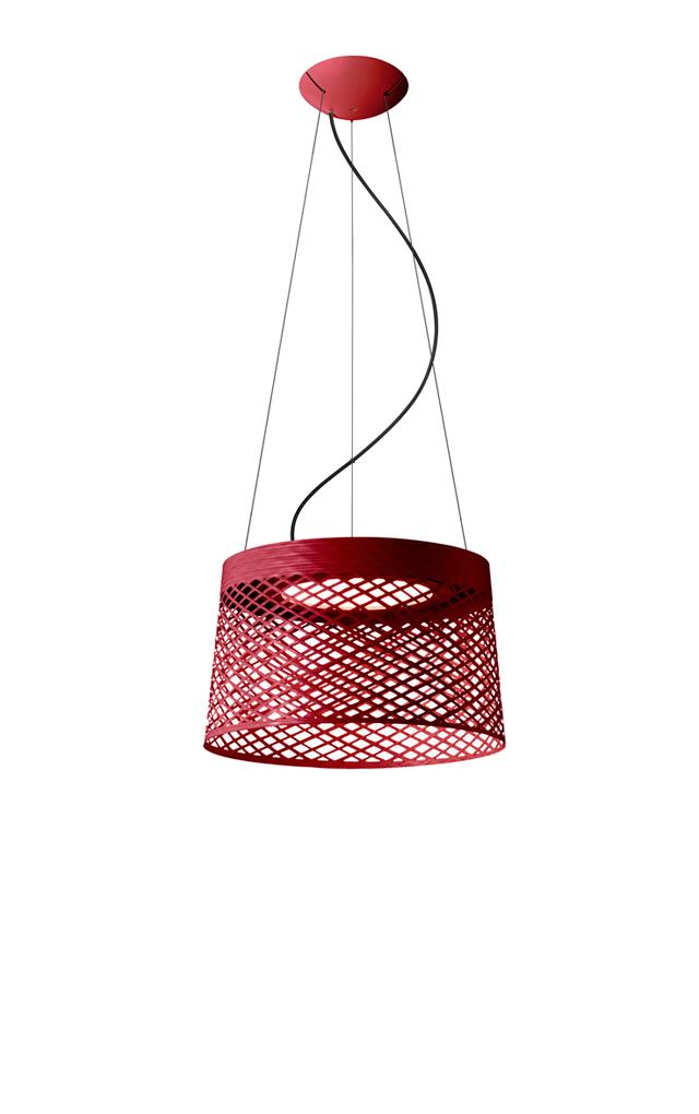 Lampada a sospensione outodoor Twiggy Grid in materiale composito su base di fibra di vetro laccato, PMMA, metallo verniciato e alluminio color carminio realizzata da Marc Sadler per Foscarini