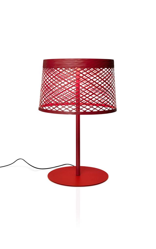 Lampada da tavolo outodoor Twiggy Grid XL in materiale composito su base di fibra di vetro laccato, PMMA, metallo verniciato e alluminio color carminio realizzata da Marc Sadler per Foscarini