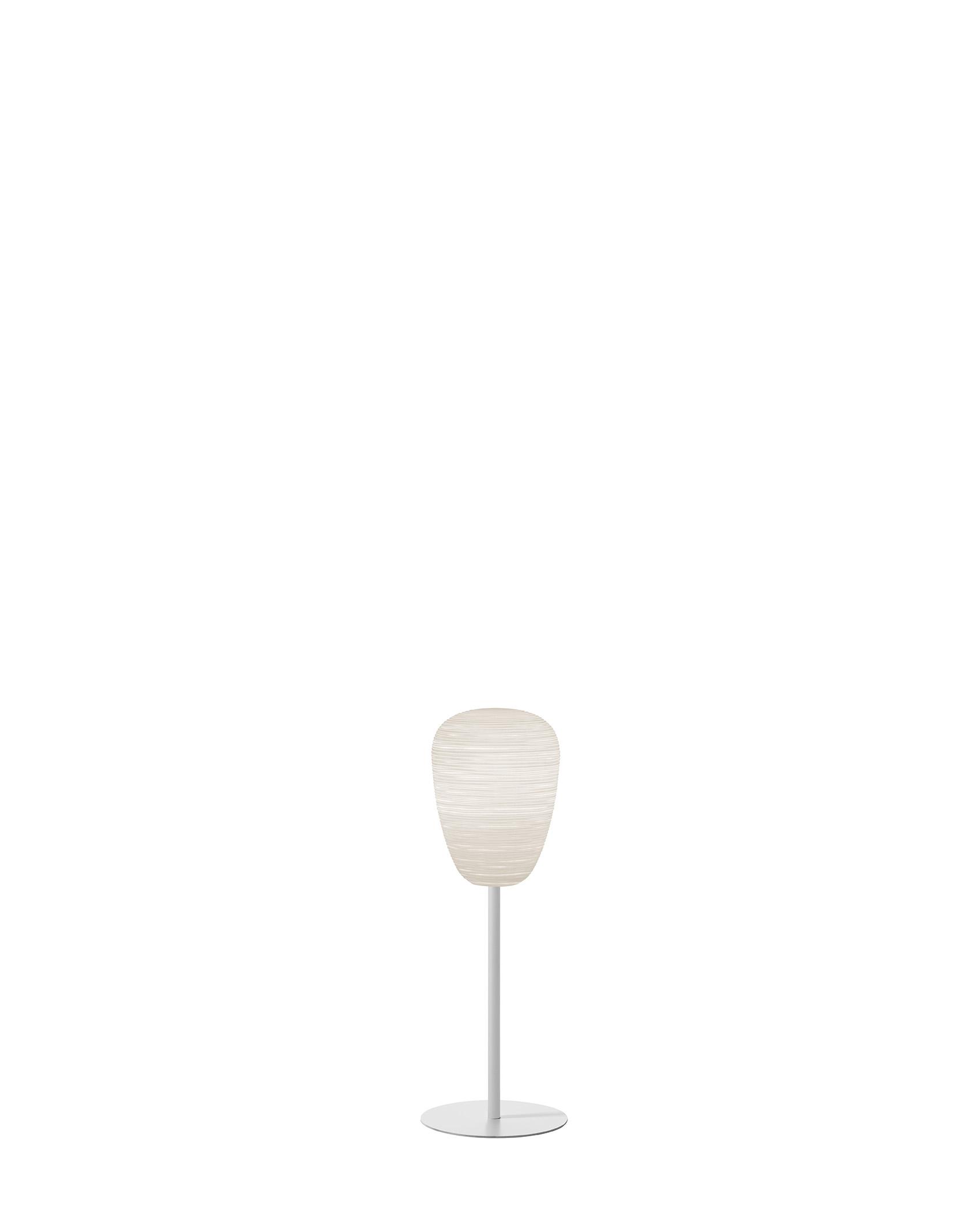 Lampada da tavolo Rituals 1 Mix&Match in vetro soffiato satinato inciso e metallo verniciato color bianco realizzata da Ludovica+Roberto Palomba per Foscarini