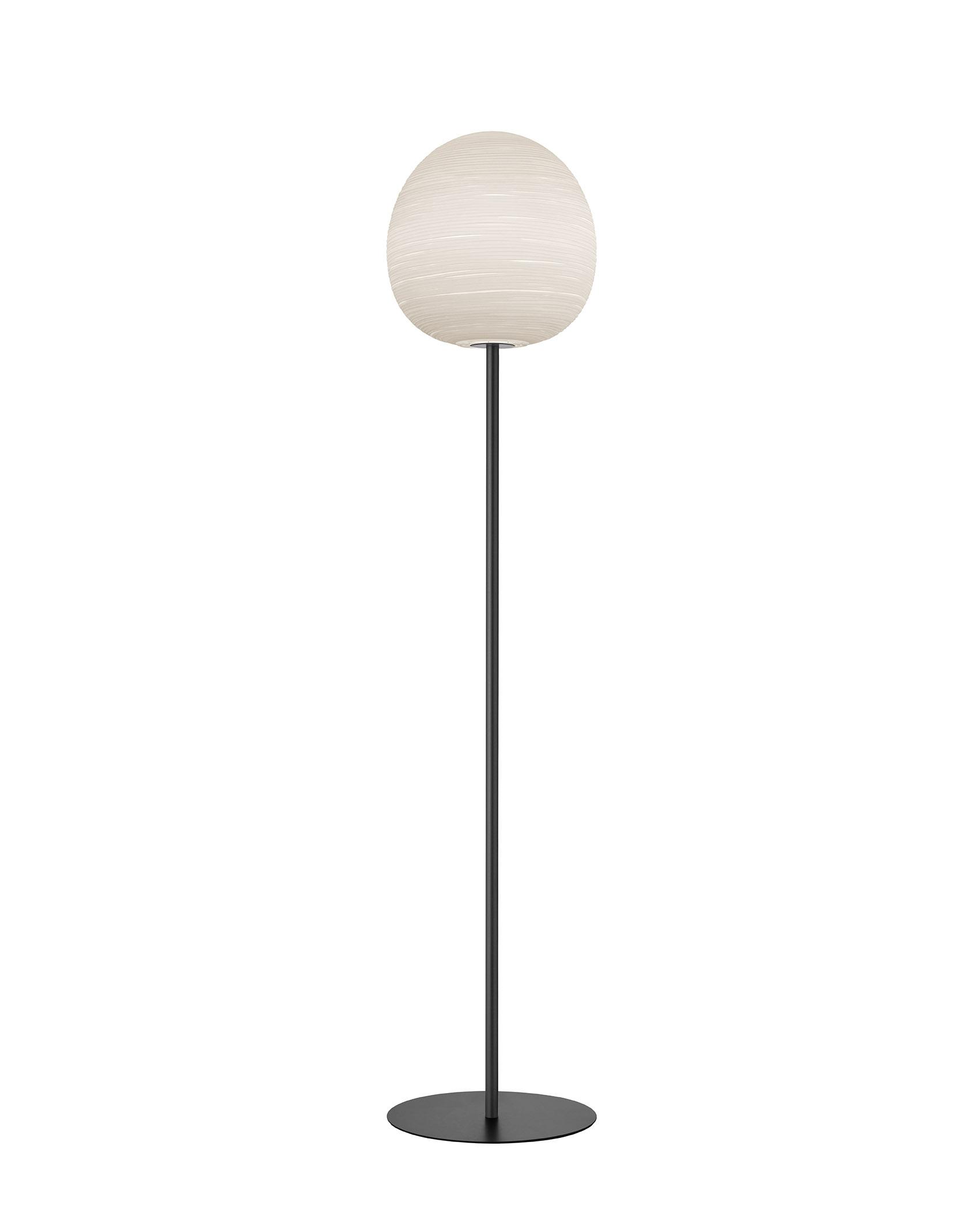 Lampada da terra Rituals XL Mix&Match in vetro soffiato satinato inciso e metallo verniciato color antracite realizzata da Ludovica+Roberto Palomba per Foscarini