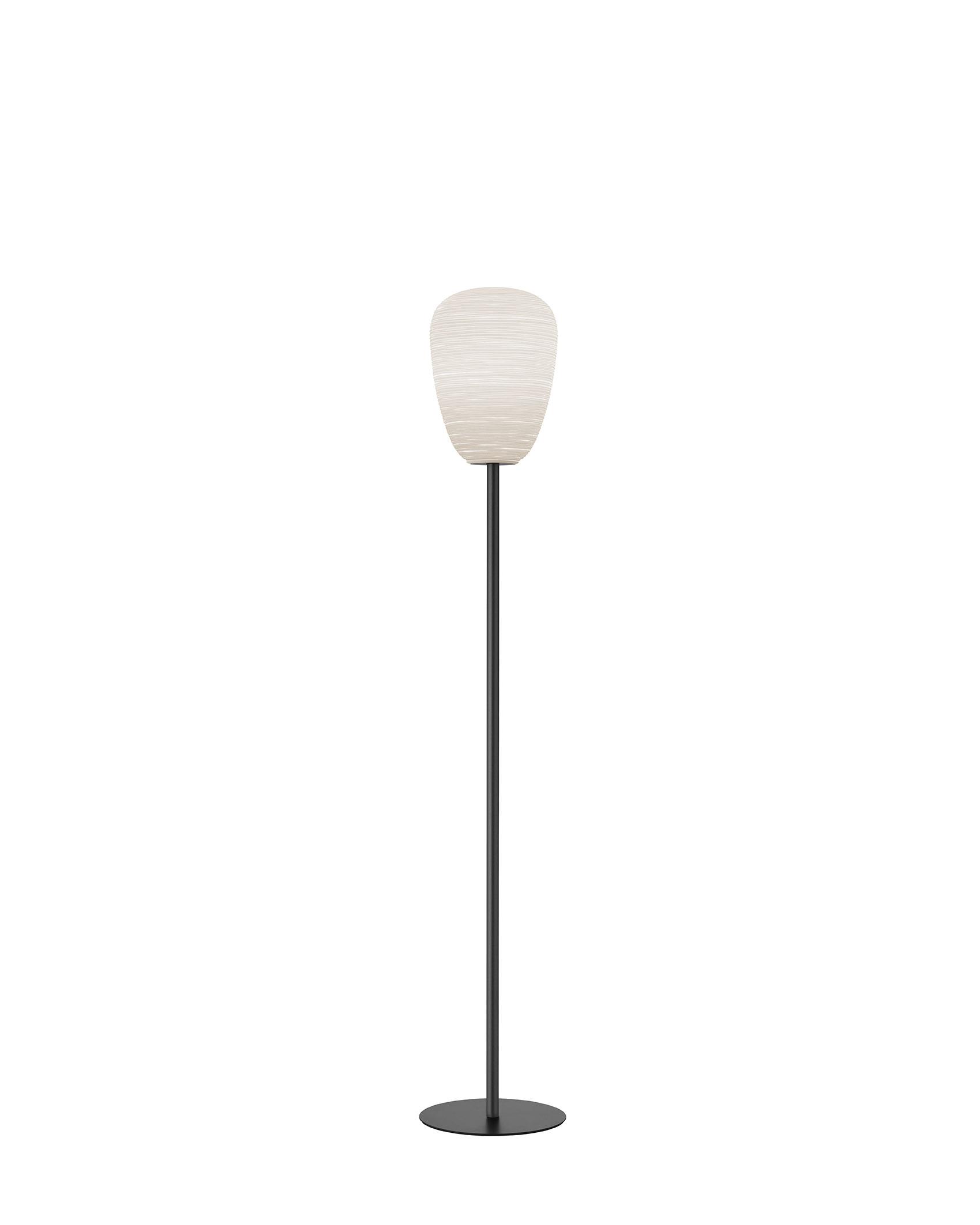 Lampada da terra Rituals 1 Mix&Match in vetro soffiato satinato inciso e metallo verniciato color antracite realizzata da Ludovica+Roberto Palomba per Foscarini