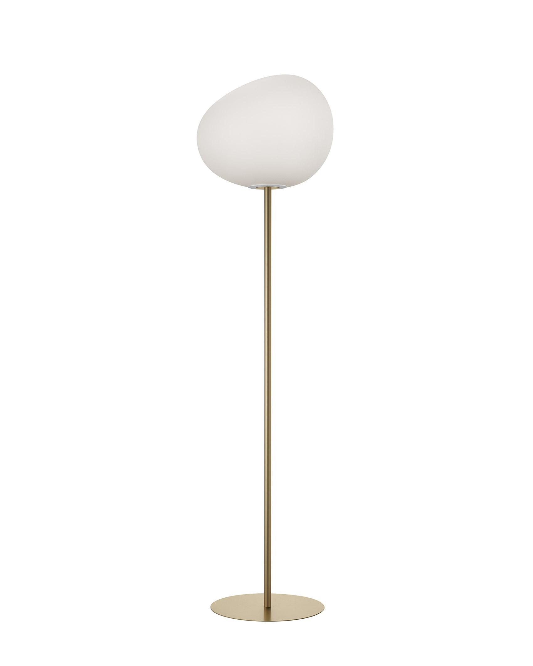 Lampada da terra Gregg Mix&Match in vetro soffiato acidato e metallo verniciato color oro realizzata da Ludovica+Roberto Palomba per Foscarini